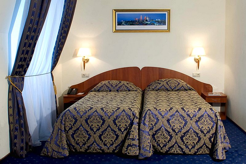 Mansard standard twin room at the atlas park hotel in moscow for Mansard room