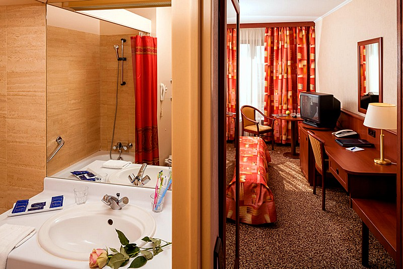 Cosmos Hotel Moscow Rooms