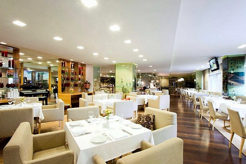 Real Food Restaurant At Crowne Plaza Moscow World Trade Centre Hotel In Russia