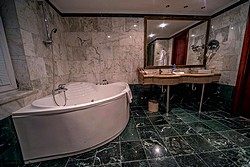 Bath Room in Deluxe Rooms at Mandarin Hotel in Moscow, Russia