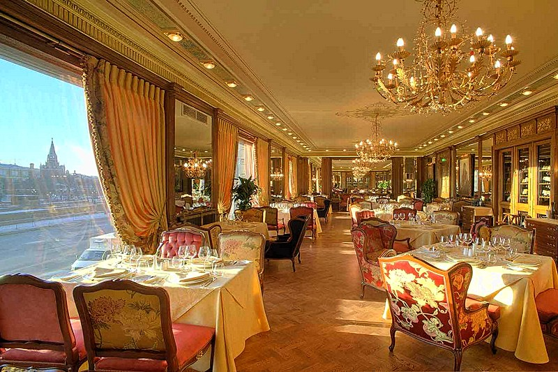 Piazza Rossa Restaurant At Moscow S Five Star National Hotel