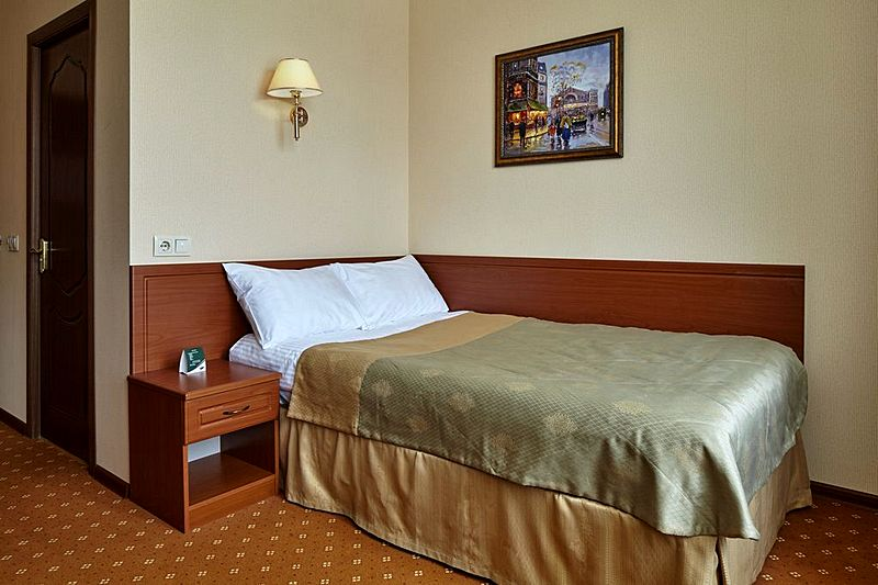standard single ii guest rooms at moscow s low cost slavyanka hotel rh moscow hotels net