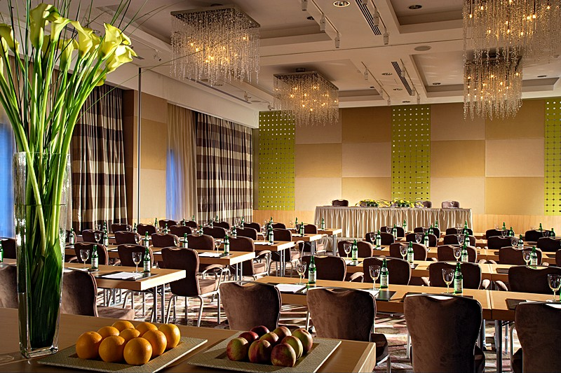 The swissotel krasnye holmy 39 s stylish zurich conference for Home decor zurich